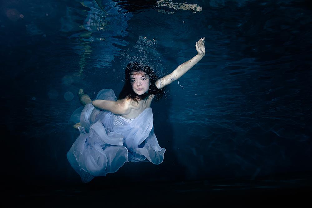 photographe sous l'eau aquatique piscine